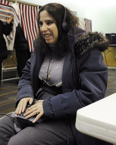 Lynne Koral voting in 2012 Federal election